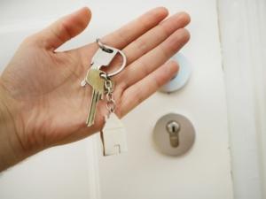 A hand holding house keys
